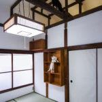 和室6畳では、「ねこだな」と呼ばれる猫がのぼって梁までいくことができる「ねこだな」があります。※猫は付いていません(玄関)