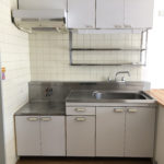 昔ながらのキッチンです。ガスコンロが置けます。(キッチン)