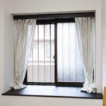 洋室1には廊下につながる窓と窓台があります。猫さんの居場所になりそう。