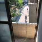1階洋室のすりガラスの窓を開けたときの眺め