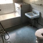 お風呂とトイレと洗面台が一緒ですが、かなり広いです。タイル貼り。(風呂)