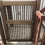階段の途中には門扉もあり、プライベート感満載