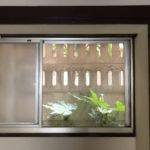 1階和室の窓を開けて網戸をした状態です