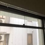 バルコニー側の窓上部には換気用の小窓あります
