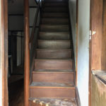 玄関開けてすぐの階段