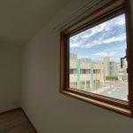 【満室】新築 猫3匹までO.K. 窓からの景色が印象的で収納たっぷりひろびろしたお部屋 (202号室・TypeA)