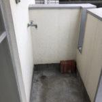 バルコニーに洗濯機置き場があります