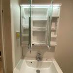 洗面台の三面鏡とその収納